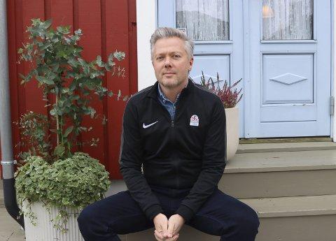 Forvirring: Gaute Brovold fra NFF Telemark skjønner godt at klubbene blir forvirra over alle beskjedene som kommer rundt smittevernrestriksjoner lokalt og nasjonalt. Men han synes å skimte et lys og kamper for alle i det fjerne.