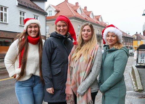 KLARE: Disse gleder seg til julegateåpning førstkommende lørdag. Emilie Martinsen (f.v.), Kristin Kirkeng, Tiril Strømstad og Anita Svarstad i julegruppa til Rakkestad Handelsstand.