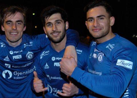 FORVENTNINGSFULLE: RIF-trioen Marius Grønnern (f.v.), Safin Nerwai og Resul Sadriu er blant de rundt 30 spillerne som er i trening - dog uten nærkontakt - og som er klare for spille for bygdas Amedialag i 4. divisijon fotball i 2021, når det blir lov til å spille kamper.