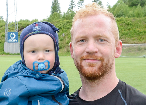 Jonas Jakobsen, her sammen med sønnen Bendik, scoret et av målene da Lurøy tok tre nye poeng lørdag.