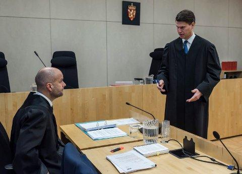 SJU ÅR: Aktor Åsmund Yli og forsvarer Vegard Hunstad i Ringerike tingrett under behandlingen av straffesaken mot en mann i 30-årene fra Ringerike.