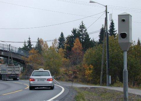 INNBRINGENDE: Fotoboksene langs norske veier, som denne på Sollihøgda, sørger for rundt 200 millioner kroner i inntekter til statskassen.