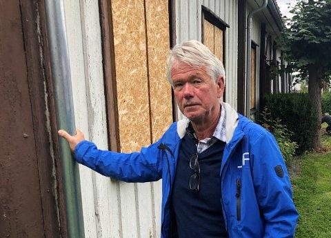 SPIKRET IGJEN:  - Det er trist å se rekken av gjenspikrede vinduer, sier Arnt-Peter Tandberg.