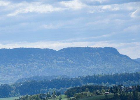 KAN BLI VERNET: Brattskrentene mot Krokskogen kan nå bli vernet - helt ned til E16.
