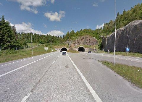 Her på E18 ved Holmestrand ble 23-åringen stanset av UP. Illustrasjonsbilde: Google Maps