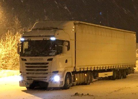 HIT, MEN IKKE LENGER: Det slovenske vogntoget som ble stoppet hadde ingen dekk som var egnet for norsk vinterføre.