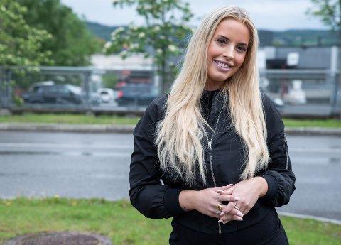 Lever av sosiale medier: Isabelle Eriksen (22) har over 100.000 følgere på Instagram og en kjempepopulær YouTube-kanal. Målgruppen er jenter i alderen 13 til 15 år. Begge foto: Remi Presttun