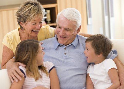 Hva har du krav på som besteforelder når barnebarna flyttes i fosterhjem? Illustrasjonfoto: Colourbox