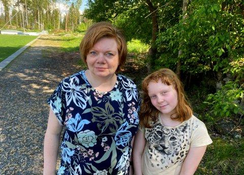 PÅ VENTELISTE: Lene Holenbakken Noer håper at det til slutt blir ledig plass til datteren Emilie Karoline Lauritsen på sommerskolen i Nes.