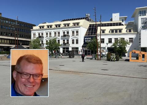 VIL SE MANGFOLDSFEIRING: Hvor er pride-flaggene, spør Sandefjord-turist Morten Stigen seg.