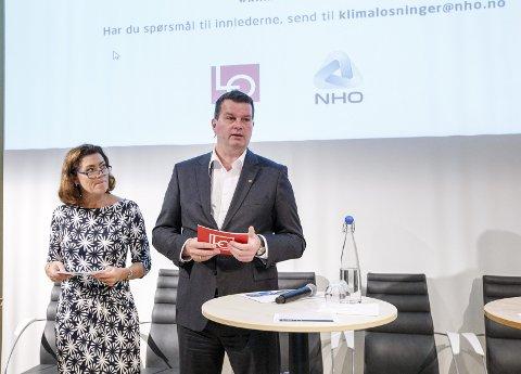 Må bli enige: NHO-direktør Kristin Skogen Lund og LO-leder Hans-Christian Gabrielsen må bli enige om Avtalefestet pensjon (AFP) i løpet av våren. Torsdag presenteres en utredning gjort i samarbeid mellom LO og NHO om faktagrunnlaget rundt AFP. FOTO: GORM KALLESTAD / NTB scanpix