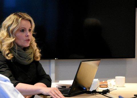 ORIENTERTE: Helsesjef Anita Ulstad orienterte hovedutvalget om mange utfordringer som ligger foran dem.