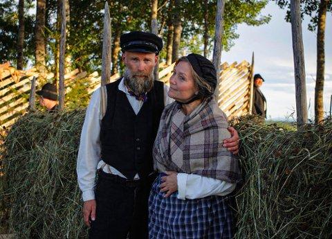 Det er Ove Andreas Gjermstad som spiller Abraham. Han er sønnesønnen til Andreas Gjermstad, som spilte Abraham første gang. Magnhild Hagen Gaundal spiller kona til Abraham, Ane. For 32 år siden spilte hun datteren til Abraham.