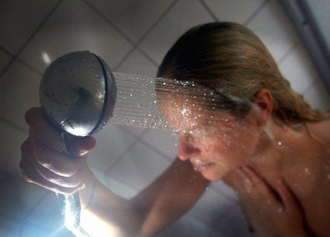 KLÆRNE PÅ: I den nye svømmehallen på Kjølnes legges det opp til at alle må dusje med badetøyet på. Dusjen skal stå i full åpenhet, like ved bassenget.