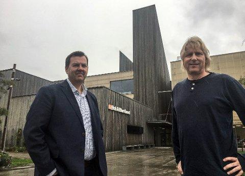 TØFFE TAK: Styreleder Runar Lia og daglig leder Jostein Forsberg i bluesfestivalen.
