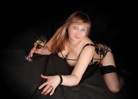 SELGER SEX: «Margerit» kommer opprinnelig fra russland, men reiser jevnlig til Norge og Tromsø for å selge sex. Dette er et av hennes bilder som hun bruker i annonsen på en eskorte-nettside. Foto: Privat