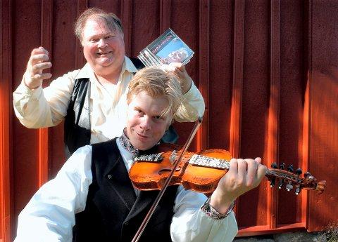 Det er Norsk Hardingfelesenter, Fjellrosa Spel- og Dansarlag og Brattrein Hotell som samarbeider om helgen i folkemusikkens tegn. Knut Buen og Torgeir Straand er på plass.