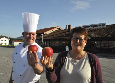 INVITERER: Ole Kristian Ingelstad og Gunn Anita Stenstad inviterer til det første mesterskapet i den nye storkommunen: – Hvem har det største eplet i Bø og Sauherad? Uansett blir det lokal rekord, men ingen av dem har tro på at det kan bli verdensrekord. Den lyder nemlig på 1849 gram!