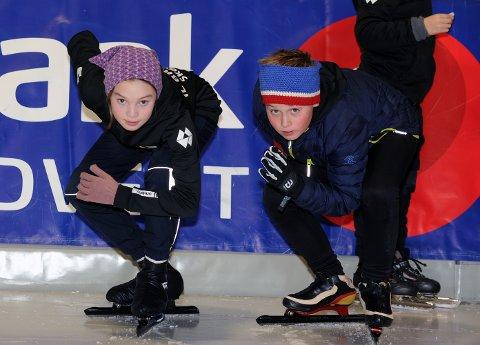 Frida Maude og Karstein Bjerkan Olsen har fulgt hverandre siden de startet med lengdeløp for et par år siden. To unge, lovende løpere som kan bringe skøytesporten tilbake til Kristiansund. Begge har ambisjoner og har satt seg hårete mål.