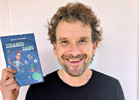Arild Stavrum har skrevet ei ny barnebok. «Zidanes dans»  er den fjerde i rekken om Mikke Milnbergan.