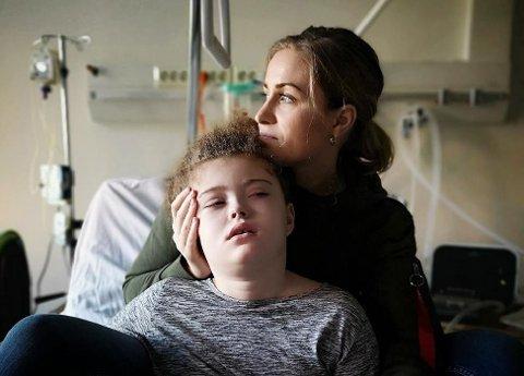 MAMMAS FAVN: June Wallum er mamma til Eva Natali som lider av en sjelden genfeil. De er glade for hver dag de har sammen. Foto: Privat