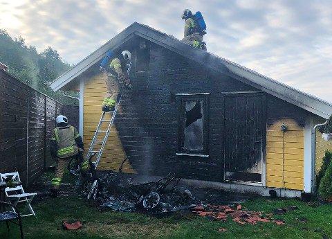SKADET: Boligen fikk omfattende skader etter brannen søndag morgen