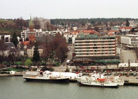 KLUBBEN-PÅBYGG:  Biskopen i Tunsberg frykter at en eventuell utbygging i høyden hos naboen Hotel Klubben, kan komme til å bli for dominerende i forhold til Domkirken.