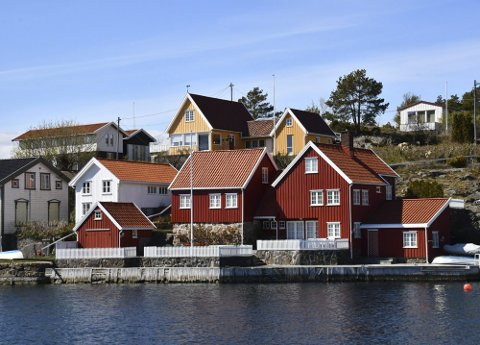 Unikt miljø: Det gule bygget skal ha vært Lyngørs første hytte. Det ble oppført i 1906, og har vært gjennom en rekke ombygginger siden da. Foto: Olav Loftesnes