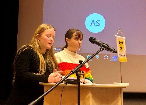 Emilie Ødegaard Sæthre (t.v.) og Alva Eugenie Klosbøle Madsstuen mener kommunen bør kjøpe Leirin og at bruken bør endres fra flyplass til råneplass.