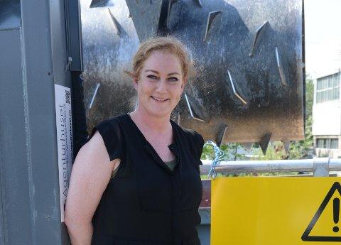 RYDDER OPP: Helene Bech og Miljøpatruljen ved Gnisten henter hver uke flere billass med avfall som er hensatt rundt om i bygda.