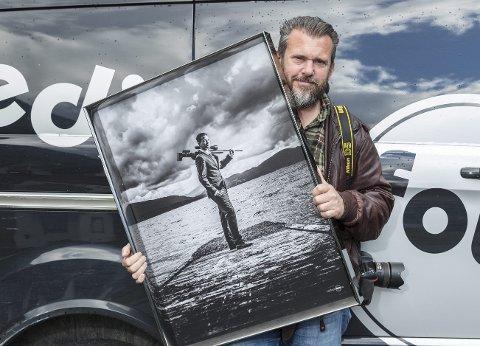 STØTTE: Fotograf Nathan Lediard er en av flere næringsaktører som får støtte fra kommunen på grunn av de tapte inntekter pandemien påfører mange.