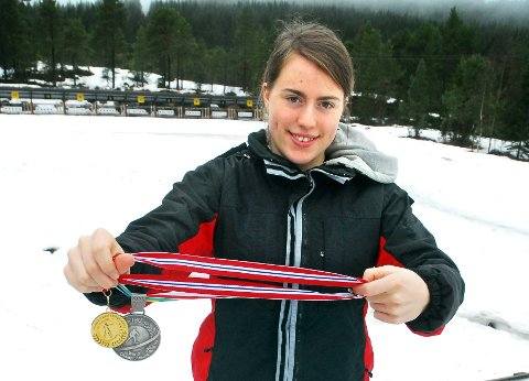 Synnøve Solemdal mener at de mange rundene i skianlegget i Tingvollia har lagt grunnlaget for medaljene hun tok i VM og NM.