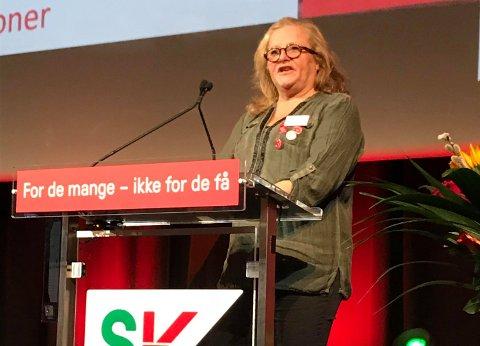 Line Karin Smisetfoss fra Sunndal SV talte under SV sitt landsmøte.