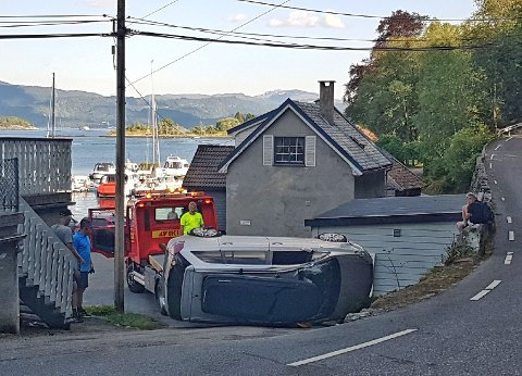 – Plutseleg kom dottera mi kom inn i butikken og fortalde at bilen låg opp ned. Eg trudde jo ho kødda, seier Dag Aage Pettersen.