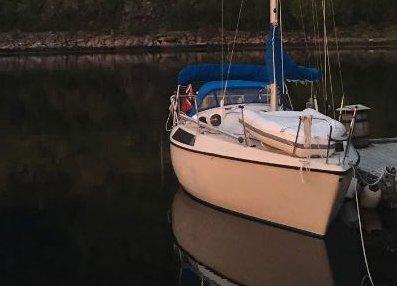 Dette er båten den savnede bodømannen seiler med.