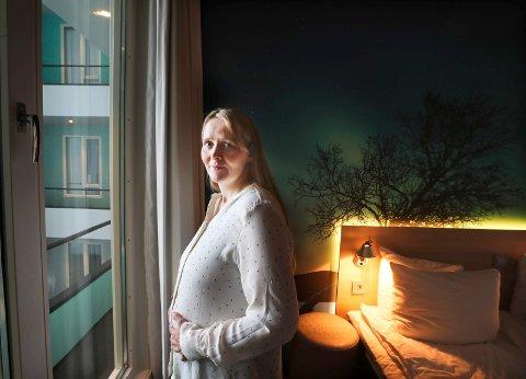 Silje Harjang fra Kabelvåg er innlagt på sykehus på femte uka. Men på grunn  av sykepleierstreiken, som har lammet Zefyr pasienthotell, flyttes hun rundt på ulike hoteller i Bodø.