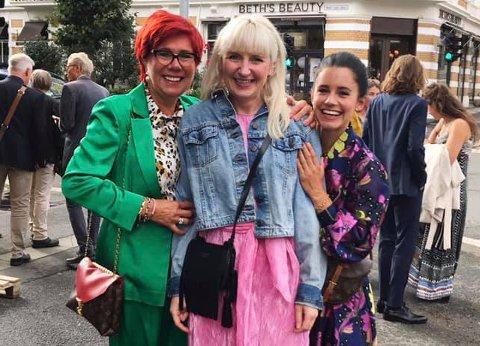Hagefest: Anne-Grethe Embrå (fra venstre), Nadia Norskott og Julie Embrå feiret bokutgivelsen på Aschehoug hagefest.