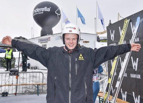 STREKKER SEG LANGT: For å bli bedre i hoppbakken. Anders Håre økte sin pers. i Vikersundbakken fra 143 til 210.5 meter i vinter.    Arkiv