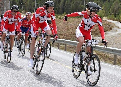 Jone Ellingsen (til høyre) og hans lag Øster Hus Styrbjørn vant lørdag rittet Lillehammer - Oslo.