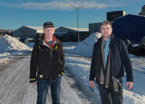 NYBYGG: Dagleg leiar i Global Florø Knut Eltvik, og Stig Kobbeltvedt som er prosjektansvarleg for nybygget som kjem i Gunhildvågen.