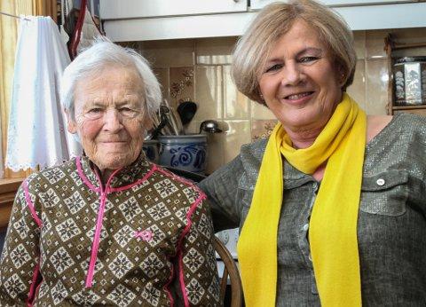 Svanhild Reksten er 92 år og kan bu heime fordi kommunen og familien har fått til eit godt opplegg rundt henne.