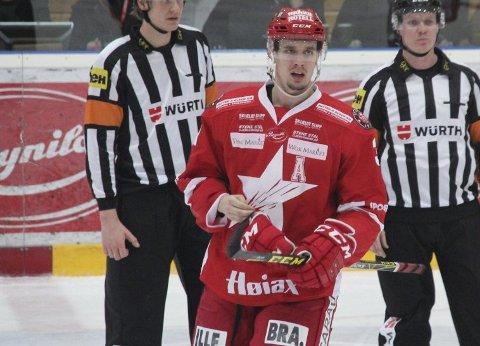 UTVIST: Peter Wennerström ble sendt i dusjen med elleve minutter igjen av kampen.