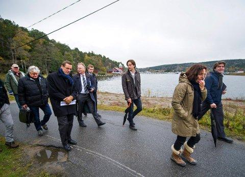 Rasmus Asbjørnsen (nummer tre fra venstre) under en befaring i Husebukta tilbake i 2012. Foto: Erik Hagen