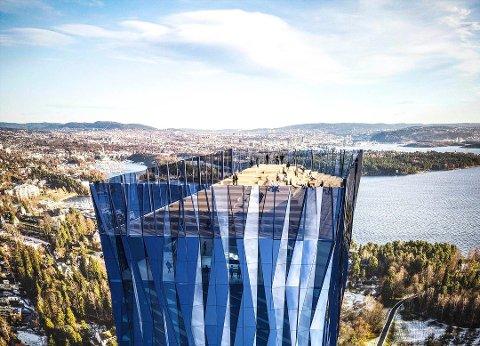 Skyskraper: Kjell Inge Røkkes forslag om å bygge en 225 meter høy skyskraper er markedsført som «Verdenshavenes hovedkontor» på 64 etasjer. Nå skal politikerne i Fredrikstad vurdere om de vil bli med i kampen om tårnet.