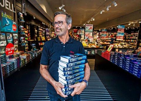 SLUTT: Lars Dale gir seg som bokhandler i Fredrikstad sentrum. Mandag 2. september tar kjeden Norli over butikkene i Torvbyen og gågata, men filialen i Gamlebyen beholder han inntil videre.