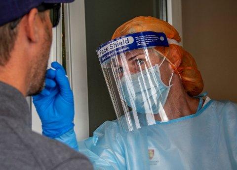 NYE TILTAK: Med et høyere antall smittede i Fredrikstad, har kommunen fulgt opp myndighetenes anmodning om å vurdere flere tiltak. Per lørdag 7. november har 514 personer testet positivt for koronaviruset i Fredrikstad.