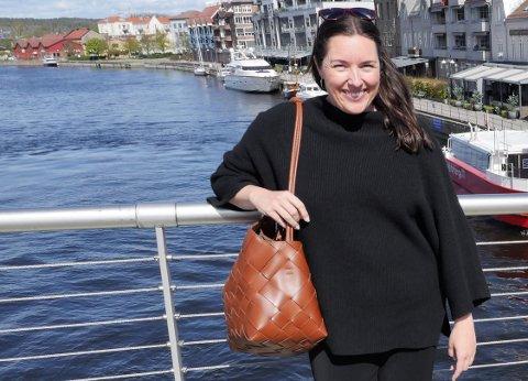 JOBBER FOR JERNBANEN: Siri Martinsen sier det er svært viktig for byutviklingen i Fredrikstad å få dobbeltspor og ny Grønli stasjon. (Foto: Øivind Lågbu)