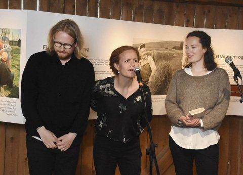 Fortjent applaus: Johannes Roksand Fauchald, Solveig Hirsch og Nordis Tennes fikk velfortjent applaus etter framføringen.
