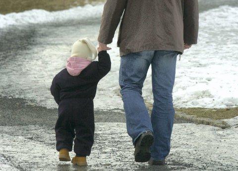 VIKTIG: Relasjonen til de voksne som barnet har nært seg i tidlig livet, blir et mønster som det tar med seg videre i hvordan å forholde seg til andre, skriver Johanne Punsvik. Illustrasjonsfoto