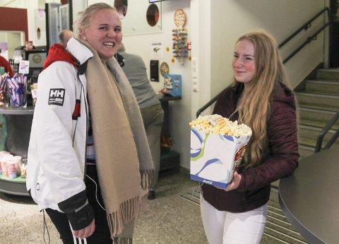 KLARE: Anna Trandem og Leah Foss er klare for skrekkfilm!